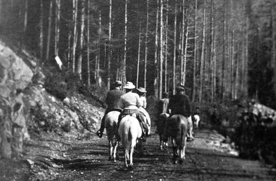 C. R. and Janet Ashbee, on horseback in Interlaken Park with their Seattle hosts