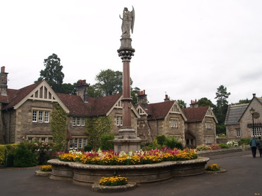 Memorial fountain to Henry by Gilbert Scott, Ford Village